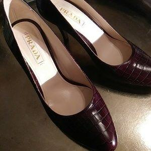 Prada Crocodile Embossed Leather Pumps Size 39 1/2